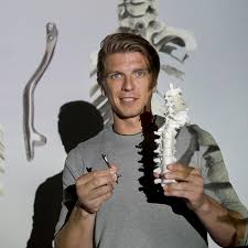 Weer lopen dankzij 3D-geprinte wervelkolom